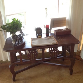…a writing table, and armchairs that can be taken onto the veranda.