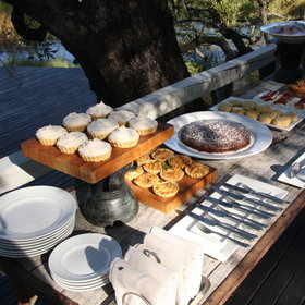 In the afternoon you can enjoy delicious cakes with views of the lagoon.