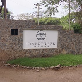 Rivertrees Country Inn lies on the banks of the Usa River, east of Arusha town.