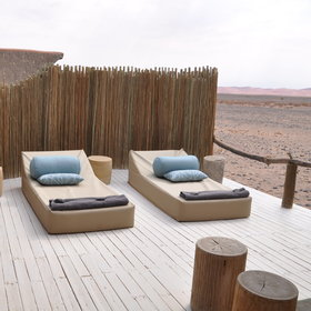 …with a some sun loungers to enjoy the beautiful view of the desert…