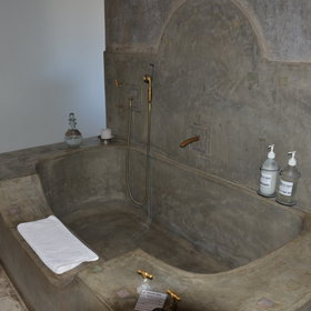 ...while the larger rooms also have a bathtub.