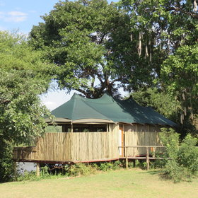 Amanzi is a combination of rustic luxury, the easternmost camp in the Lower Zambezi.