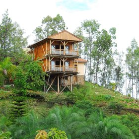 Its 7 rooms are all raised up on stilts affording excellent views.