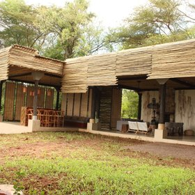 Matetsi River Lodge is a modern, luxurious and comfortable lodge on the banks of the Zambezi.