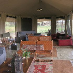 Kimondo is a good quality tented camp which moves to follow the migration.