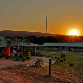 Rhino Lodge is based on the slopes of the Ngorongoro Crater, close to the rim…
