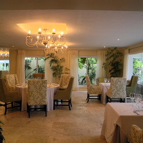 Enjoy breakfast in Constantia's spacious dining area...